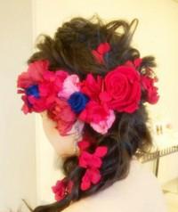 プロポーズのお花を髪飾りに