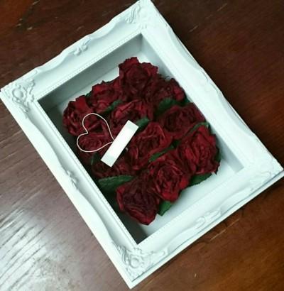 12本の赤いバラ