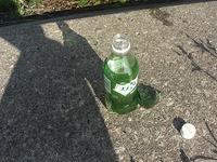 道に落ちてるペットボトルを不用意に開けてはいけません!