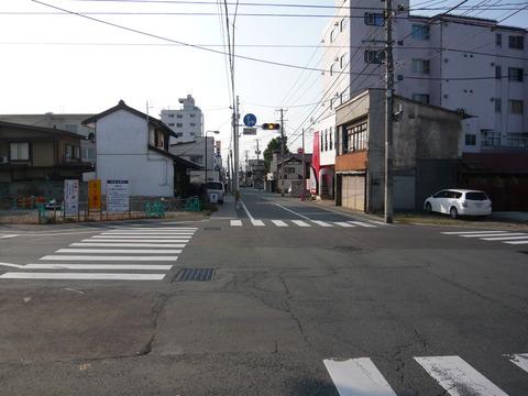 新築西通り(北端)