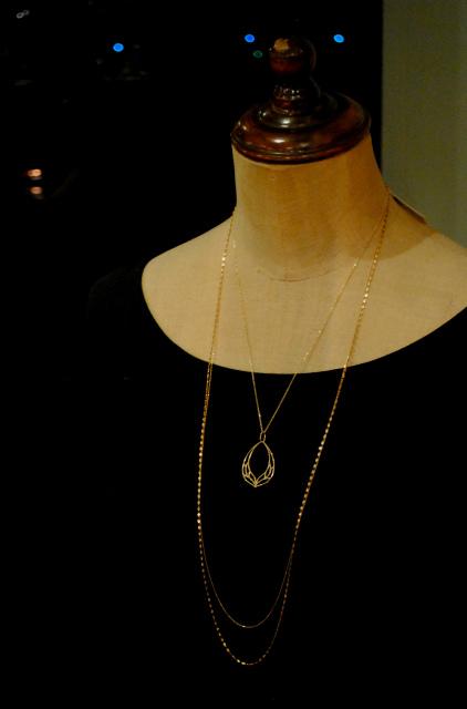 Lotusのロングネックレス。