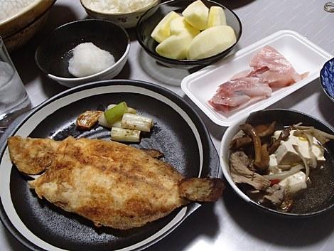 大羽かれい唐揚げ・はまち刺身・なめこと豆腐と豚肉の鍋・大根おろし・サンふじ