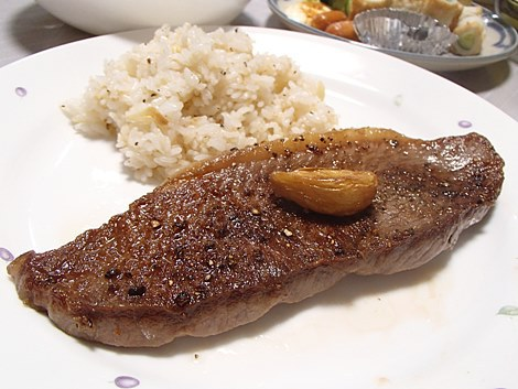 松阪牛赤身ステーキ・鯛のアラ汁・ちくわ&きゅうり・きもどとコンニャクの味噌和え