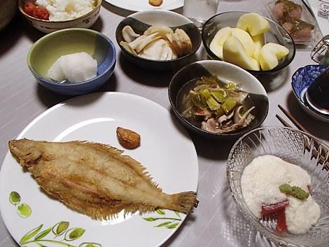 柳かれい唐揚げ・マグロ山かけ・きのこと豚肉の鍋・升田かぶ甘酢漬・桜餅・サンふじ
