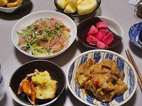 里芋とスペアリブ煮・エリンギと豆腐の揚物・中華サラダ・赤かぶ漬け・サンふじ