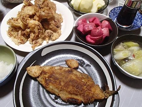 柳かれいのムニエル・いかげそ天・白菜とねぎの鍋・赤かぶ漬・大根おろし・サンふじ
