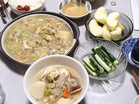 アサリと豆腐の中華あんかけ・豚汁・おつまみきゅうり・サンふじ