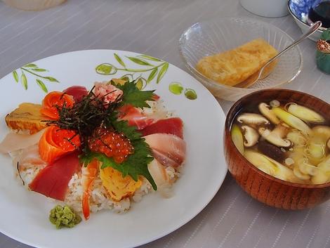 海鮮ちらし寿司・味噌汁