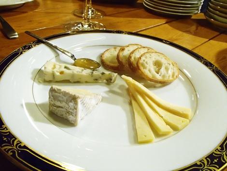 トラント・生ハム・舟形産マッシュルームとゴーダチーズのサラダ・チーズ3種・酒田市 中町2丁目4−7