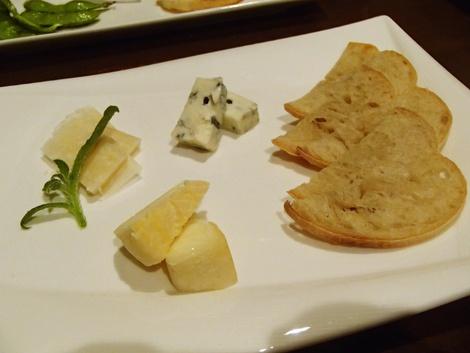 Monte Grande モンテグランデ・ちょい飲み・チーズ盛合せ・ソーセージ