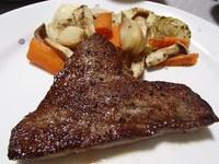 いわて和牛もも肉のステーキ・豆腐とえのきの鍋・高畠ワイン 最上の紅花