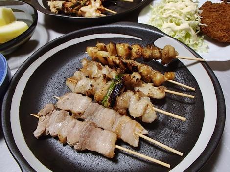 池田精肉店の焼き鳥・メンチカツ・豆腐とえのきの鍋