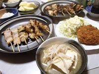 知る人ぞ知る池田精肉店の焼き鳥・メンチカツ・豆腐とえのきの鍋・比内鶏鶏油