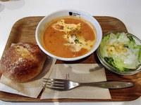蟹とトマトのマリアージュビスク・ライ麦パン・アサイーパフェ・チョコバナナパフェ・ベリーベリースープ