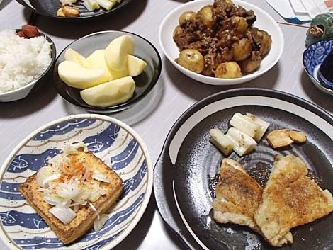 鱈のムニエル・牛肉と新じゃがの煮物・厚揚げ焼・サンふじ