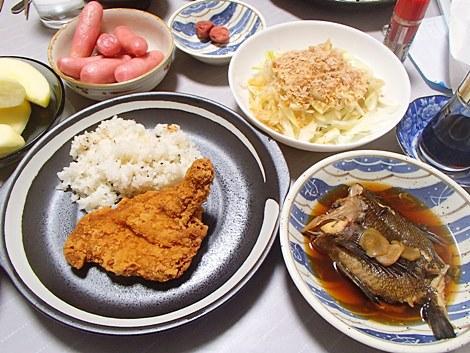 黒ソイの煮付け・モスチキン・キャベツのおひたし・藤沢かぶ甘酢漬・サンふじ