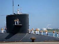 潜水艦が入港・・・