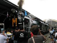 タイの蒸気機関車でアユタヤまで