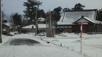 雪道を歩く。